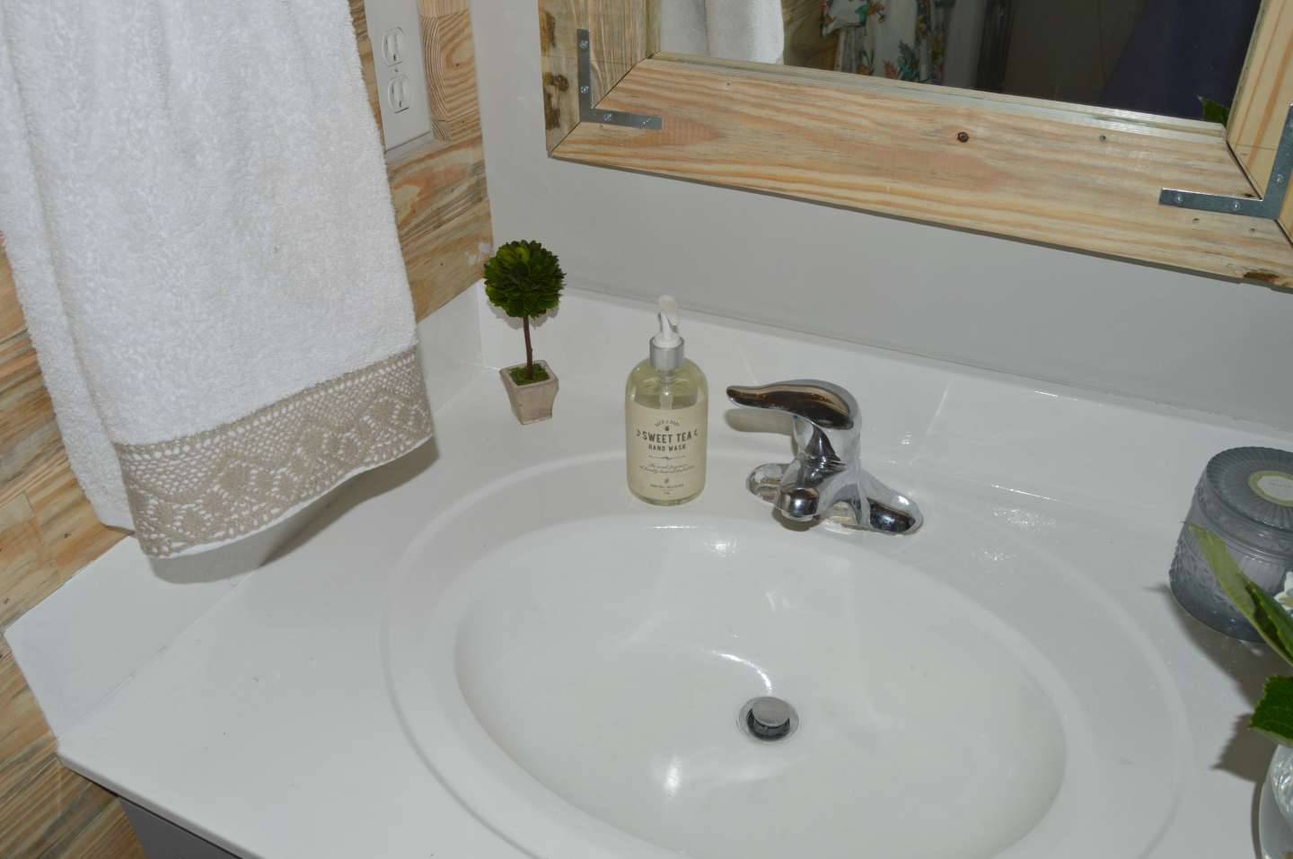 9 Ways to Freshen Up a Boring Master Bath